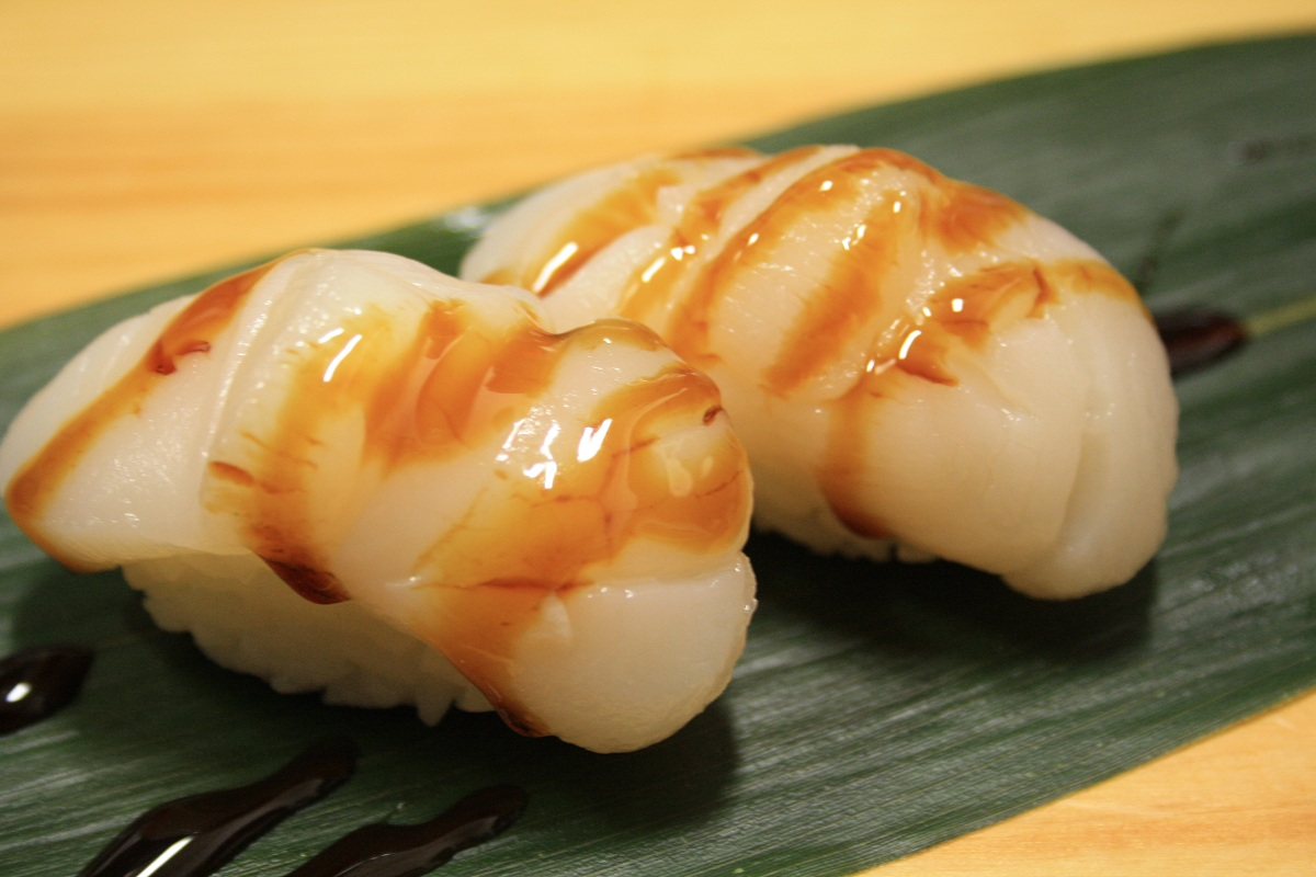 410. Hotategai (Scallop) Nigiri (Canton branch only)